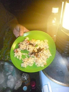 12晩御飯とランタン.JPG